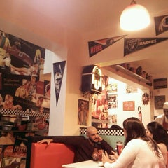 Photo taken at Sam's Burger by Letícia B. on 3/18/2012