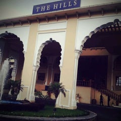 Photo taken at The Hills Bukittinggi Hotel & Convention by Jelajah I. on 2/16/2012
