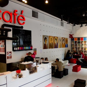 MiTo art café books