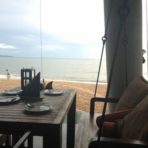 The View Beach Bar & Restaurant (�?�?อะวิว)