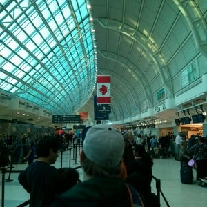 Toronto Pearson International Airport (YYZ)