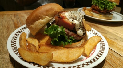 Photo of Burger Joint ヴィレッジヴァンガード ダイナー 横浜ルミネ店 (VILLAGE VANGUARD DINER) at 西区高島2-16-1, 横浜市 220-0011, Japan