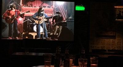 Photo of Bar 전자신발 at 강남구 도산대로53길 14, 서울특별시, South Korea