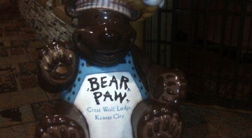 Photo of Dessert Shop Bear Paw Sweets & Eats at Great Wolf Lodge at 10401 Cabela Dr, Kansas City, KS 66111, United States