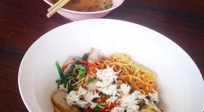Photo of Ramen / Noodle House นายแดง บะหมี่กวางตุ้ง เกี๊ยวปู หมูแดง at ตลาดโต้รุ่ง, Thailand