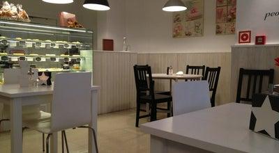 Photo of Empanada Restaurant Empadas & Co. at Rua Das Oliveiras, 104 Rch - Esq., Porto 4050-449, Portugal