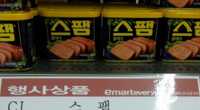 Photo of Supermarket emart everyday at 동작구 상도로31길 19, 서울특별시, South Korea
