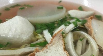Photo of Ramen / Noodle House ก๋วยเตี๋ยวลูกชิ้นปลา สี่แยกคูขวาง at Nakhon Si Thammarat, Thailand