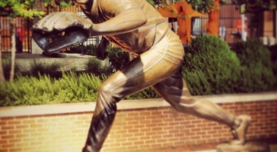 Photo of Outdoor Sculpture Cal Ripken sculpture by Toby Mendez at Orioles Park At Camden Yards, Baltimore, MD 21230, United States