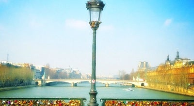 Photo of Bridge Pont des Arts at Pont Des Arts, Paris 75001, France