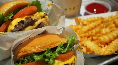 Photo of Burger Joint Shake Shack at 66 E Ohio St, Chicago, IL 60611, United States