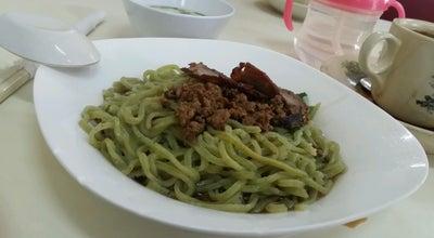 Photo of Malaysian Restaurant Chong & Low Cafe (狀元樓茶室) at Taman Bdc, Kuching 93350, Malaysia