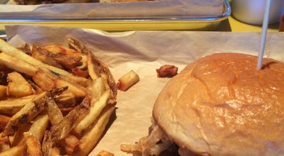 Photo of American Restaurant MOOYAH Burgers, Fries & Shakes at 4100 Veterans Blvd., Metairie, LA 70002, United States