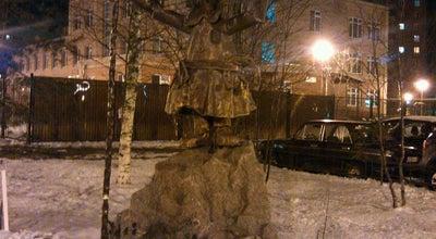 "Photo of Outdoor Sculpture Памятник дворнику из м/ф ""Падал прошлогодний снег"" at Ул. Афанасьевская, 6, Санкт-Петербург, Russia"