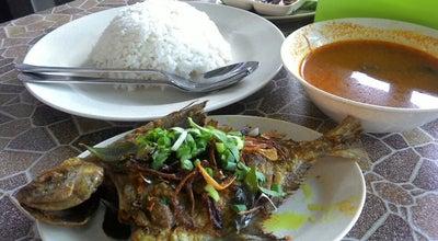 Photo of Asian Restaurant Warung Suri - Bawal Goreng Panas at Kangar, Perlis, Malaysia