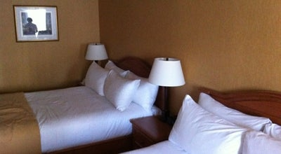 Photo of French Restaurant Hotel Manoir Victoria at 44 Cote Du Palais, Quebec City G1R 4H8, Canada