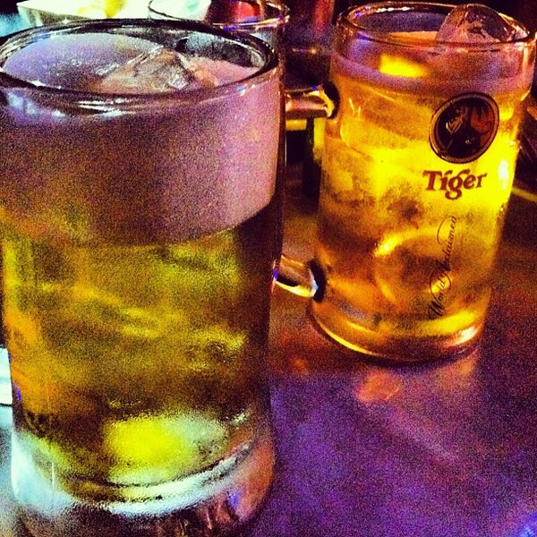 Photo taken at ติดลม Bar & Restaurant (Steady Bar & Restaurant) by Takoh A. on 3/22/2012
