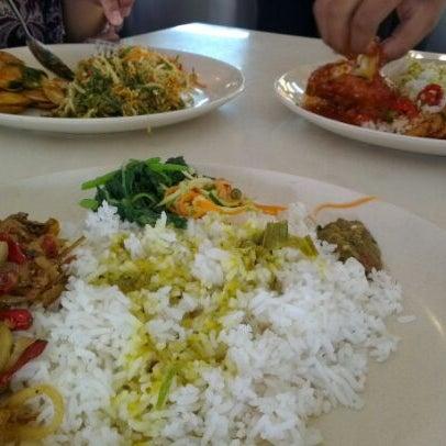 Photo taken at Restoran Sambal Hijau by Haziq H. on 6/28/2012