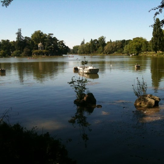 Photo taken at Lac Daumesnil by Christophe C. on 8/11/2012