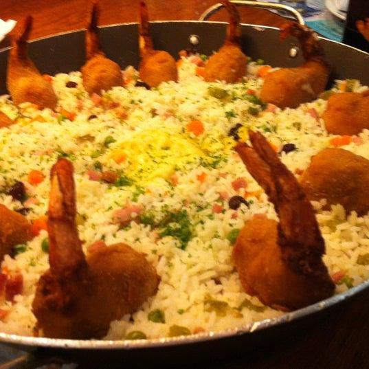 Photo taken at Coco Bambu Frutos do Mar by Edson A. on 5/18/2012