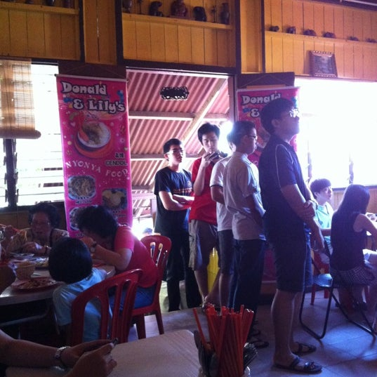 Photo taken at Donald & Lily Nyonya Food by Wei yei C. on 6/8/2012