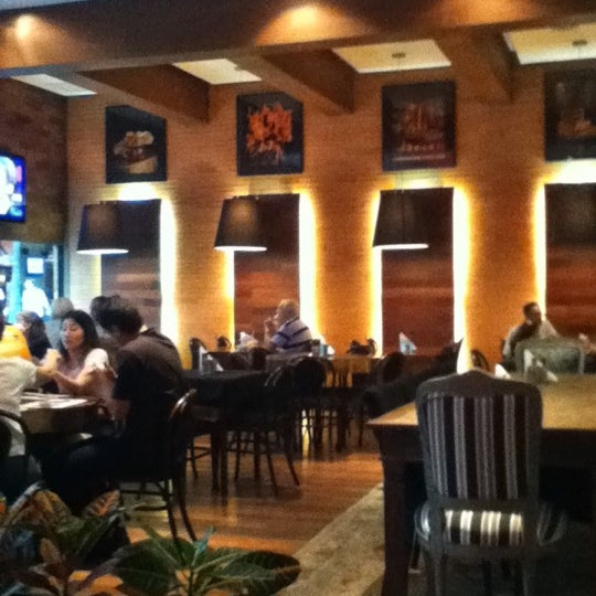Photo taken at Madero Burger & Grill by Felipe R. on 1/2/2011