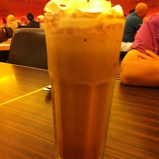 Photo taken at Black Canyon Coffee by Jayne on 6/22/2012