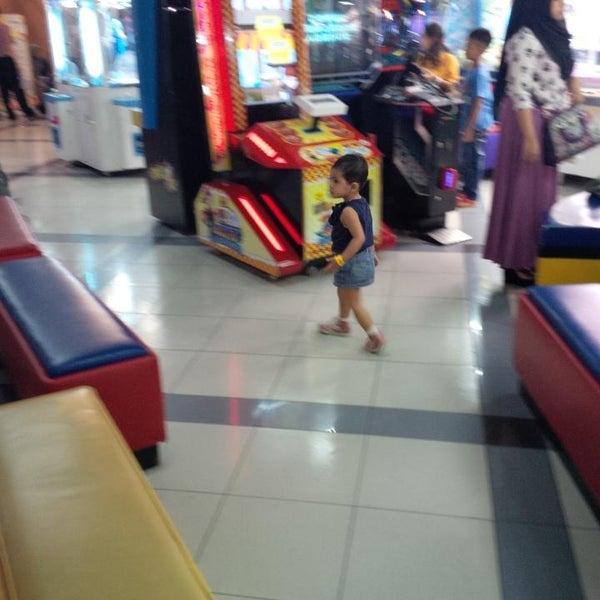 Photo taken at Bandung Trade Centre - BTC Fashion Mall by Eddy R. on 12/27/2014