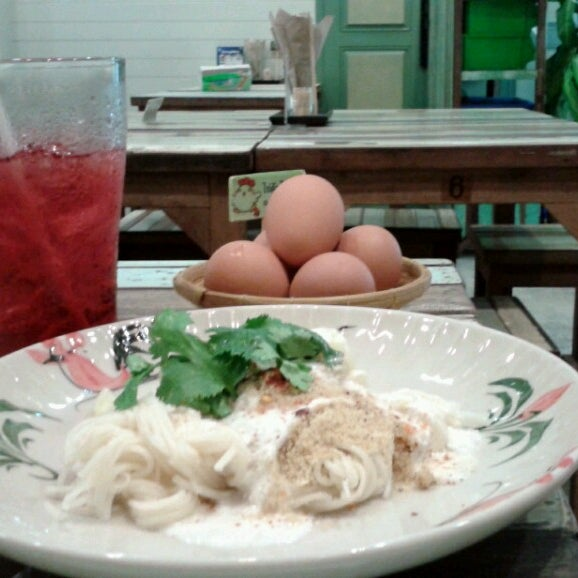 Photo taken at มีจะกิน (Mee Ja Kin) by Cartoonz P. on 8/7/2013