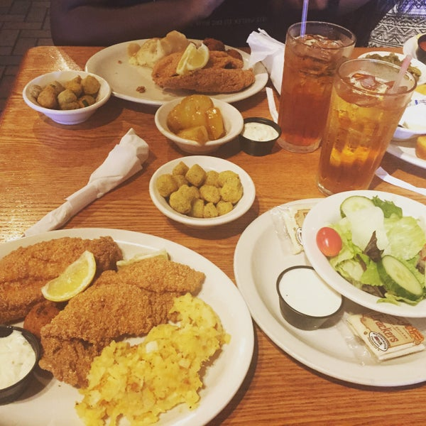 Photo taken at Cracker Barrel Old Country Store by Pretty Brown Eyez . on 7/11/2015