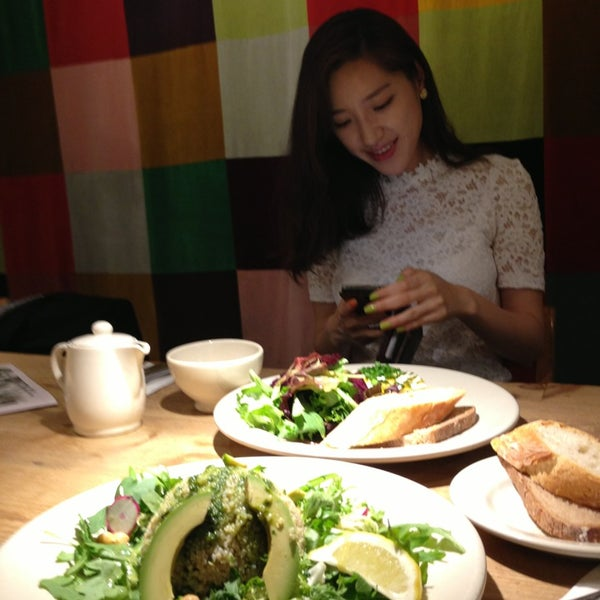 Photo taken at Le Pain Quotidien by Judith L. on 4/23/2014