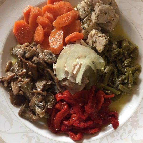 Сефардский салат для тех, кто ищет в ресторанах Андалусии блюда еврейской кухни.