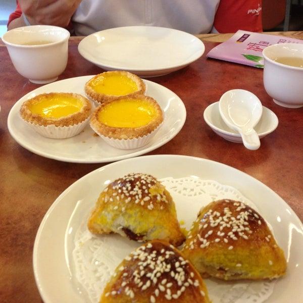 Photo taken at Crystal Jade Kitchen 翡翠小厨 by Charles Q. on 1/20/2013