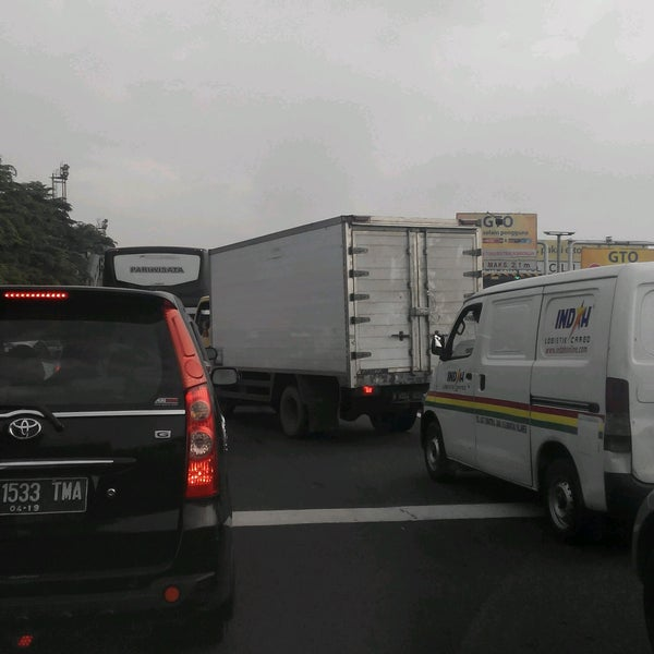 Photo taken at Gerbang Tol Cililitan by Alfanso M. on 10/13/2016