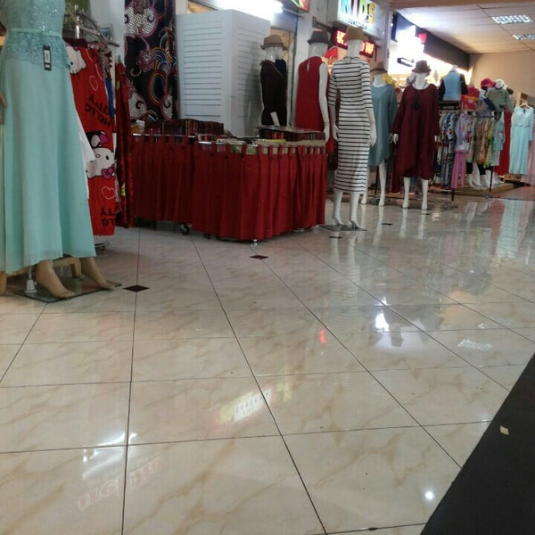 Photo taken at Bandung Trade Centre - BTC Fashion Mall by Ririn M. on 7/1/2016