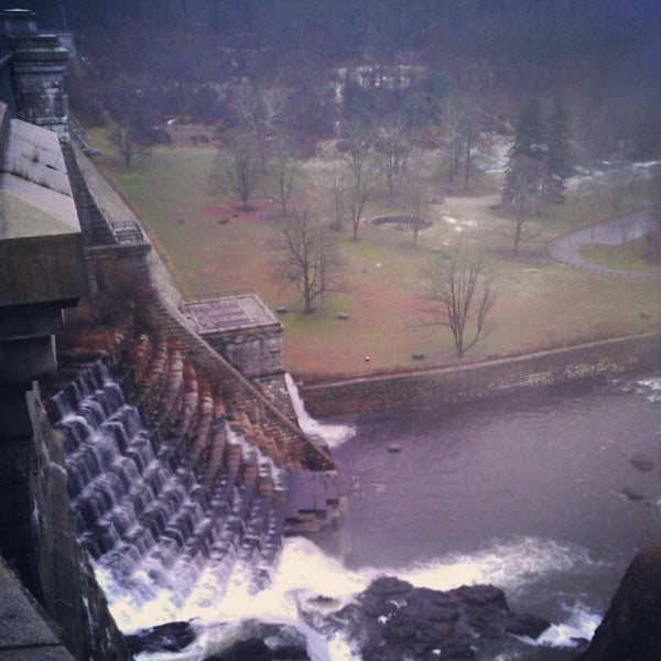 Photo taken at Croton Gorge Park by Milton on 11/27/2012