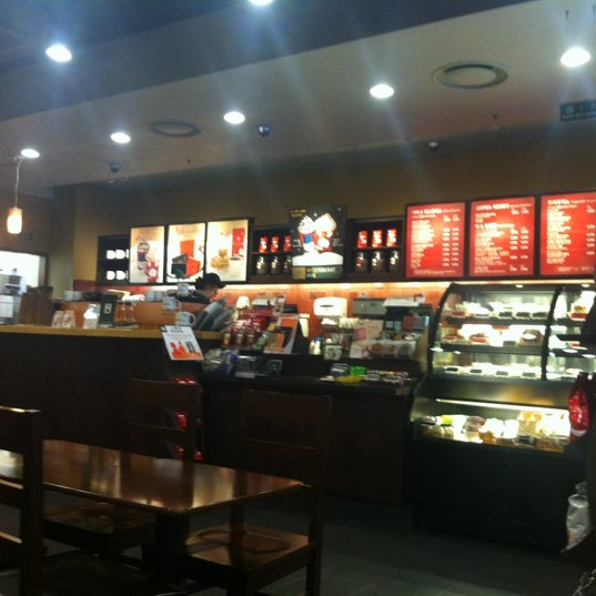 Photo taken at Starbucks by Woo Suk J. on 11/24/2012