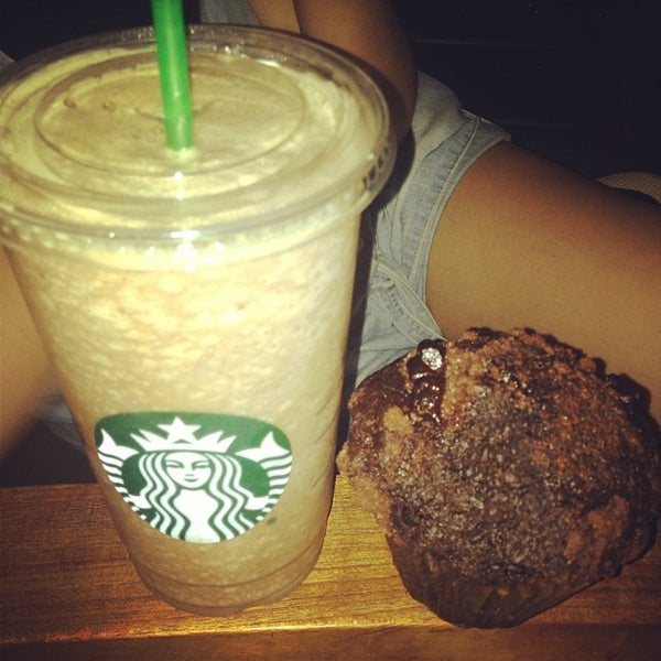 Photo taken at Starbucks by Jorge E. on 6/17/2013