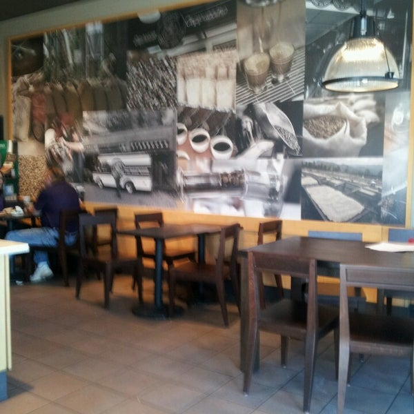 Photo taken at Starbucks by Lihsa on 3/3/2013