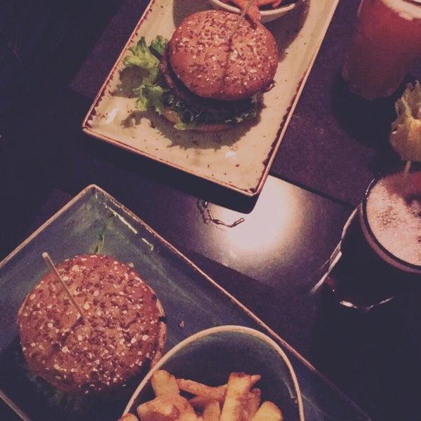 Leckere vegane Burger. Sehr große Auswahl an verschiedenen Burgern.