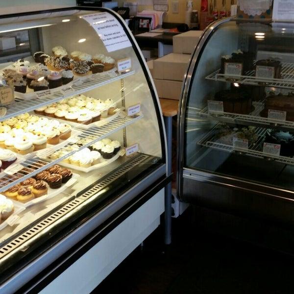 Suisse Cake Shop Polaris