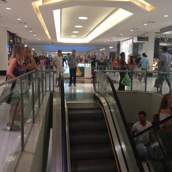 Photo taken at Shopping Recife by Thalles d. on 4/20/2013