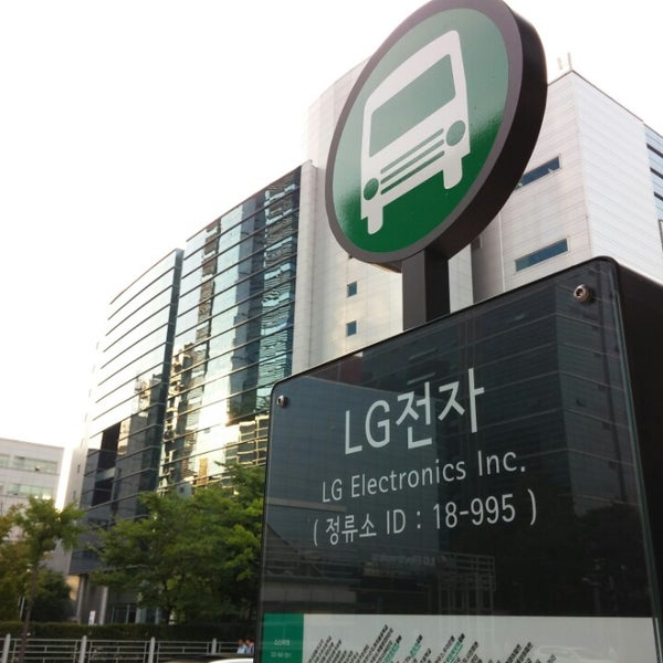 Photo taken at LG전자 가산 R&D 캠퍼스 (LG Electronics Gasan R&D Campus) by hongz on 7/16/2014