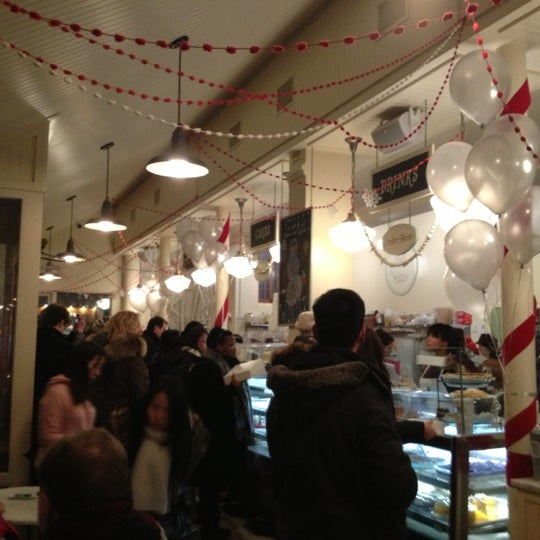 Photo taken at Magnolia Bakery by Alex A. on 12/31/2012