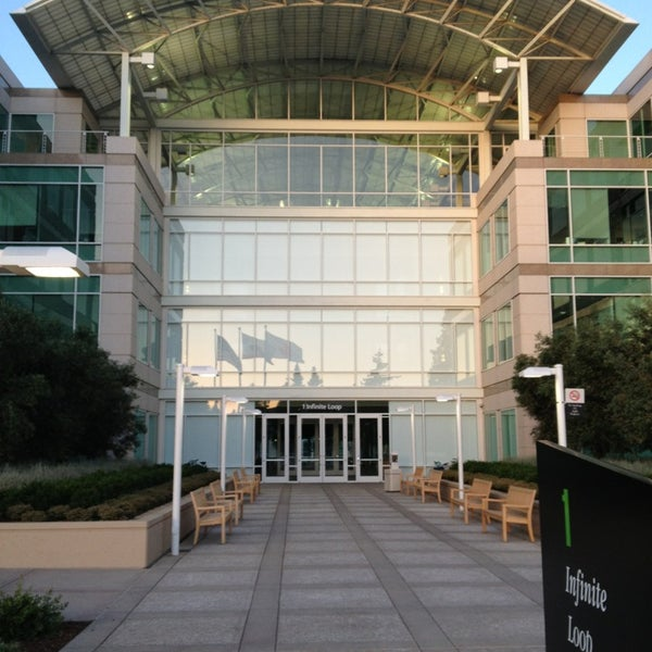 Photo taken at Apple Inc. by Ernst-Georg L. on 5/27/2013