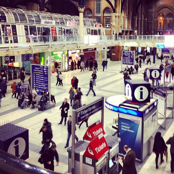 Photo taken at London Liverpool Street Railway Station (LST) by Nelson C. on 12/15/2012