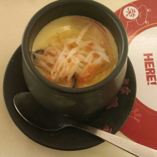 Photo taken at Sakae Sushi by Belle I. on 3/1/2014