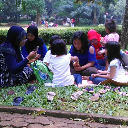 Photo taken at Kebun Binatang Ragunan by Whoamie A. on 3/16/2014