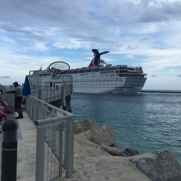 Photo taken at South Pointe Pier by Marlis G. on 7/1/2016