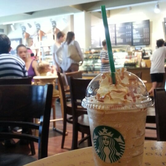 Photo taken at Starbucks by Mariam B. on 9/5/2013